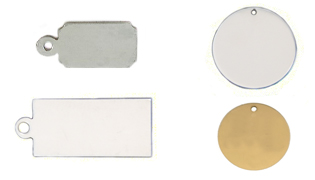 Image of different metal hanging tags, some round, some rectangular both stainless and brass, to use for engraving.